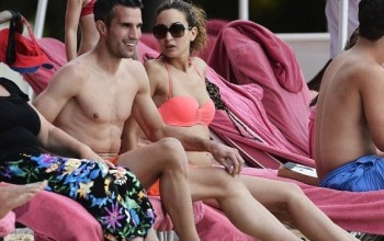 Robin Van Persie Shows Off His Hot Body While On Break With His Wife