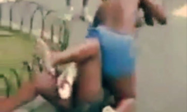 OMG! Girls fights brutally and na k£d in the streets[See Video]
