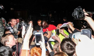 Liverpool Fans mob Mario Balotelli after Medicals [Photos]