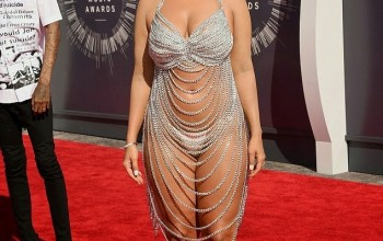 PHOTOS: Amber Rose Exposes Her Body+ B0 0bs Cheaply