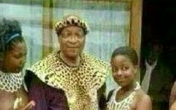Wow! SEE President Zuma chilling with Big Girls with Open Boobs