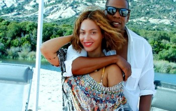 LOvely! Beyonce shows off her amazing bikini body in new pics