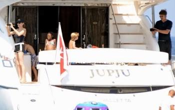 Newlyweds Angelina Jolie & Brad Pitt enjoy honeymoon onboard luxury yacht