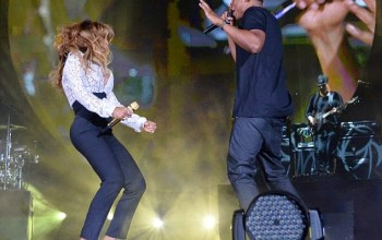 Great! Beyonce back to wearing wedding ring as she joins Jay Z on stage at Global Citizen Festival (Photos)