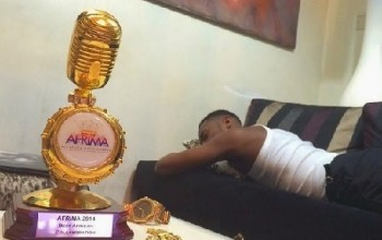 D'banj shows off and boasts about his latest AFRIMA Award