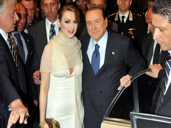 BERLUSCONI WITH HIS GIRLFRIEND IN BARI