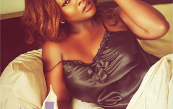 BIG BOOTY NAIJA CELEB TOOLZ IN SEXY BEDROOM POSE EXPOSING HER BIG BO-OBS AND TALKS ABOUT S3X AND MASTURBATION