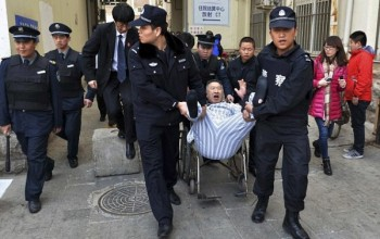 Chinese Man Refuses to Leave Hospital for 3 Years & Has to Be Forcibly Removed by Police
