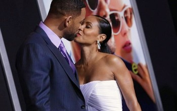 20 years after & still in big love. Will & Jada Smith kiss passionately on the red carpet