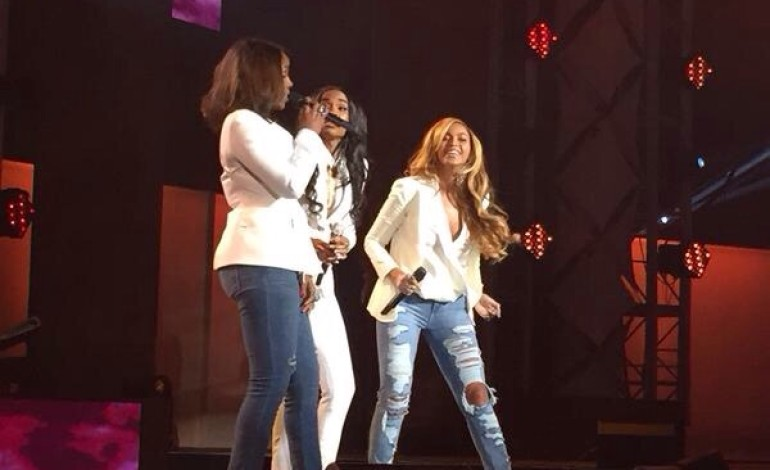 """Destiny's Child reunites for """"Say Yes"""" Performance!"""