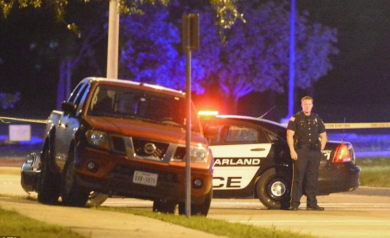 Two gunmen 'carrying explosives' attack anti-Muslim art contest in #Texas