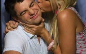 3 Reasons Men Avoid Public Display Of Affection