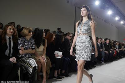 Make-up-free-Kendall-Jenner-walks-the-runway2
