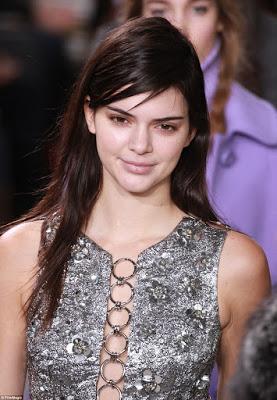 Make-up-free-Kendall-Jenner-walks-the-runway7