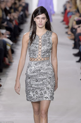 Make-up-free-Kendall-Jenner-walks-the-runway8