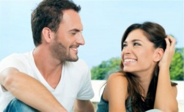 5 Things Healthy (And Annoyingly HAPPY) Couples Do Differently