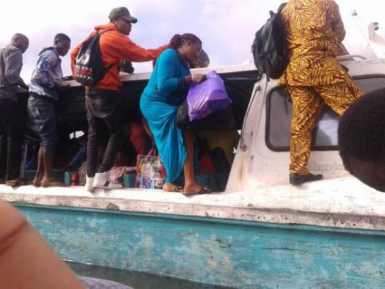 See how people voyage along the Okrika-Port Harcourt Waterways
