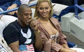 Beyoncé attends US open with husband Jay Z, flashes boobs