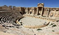 Syria: IS destroys part of Palmyra amphitheatre