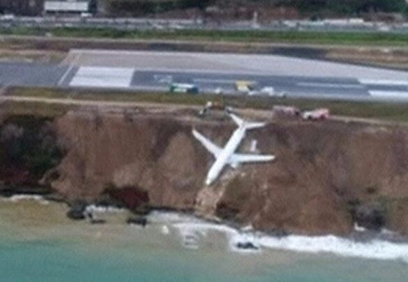 Turkey plane skids off runway and splits in Istanbul