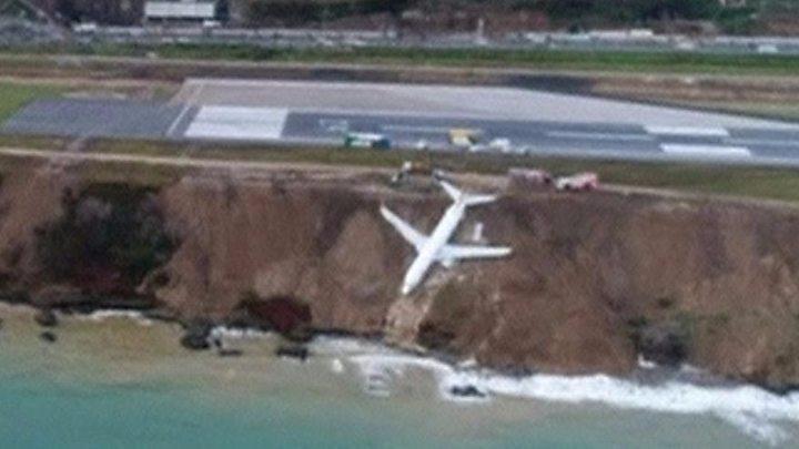 Turkey plane skids off runway and splits in Istanbul